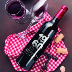 Botella vino tinto etiqueta negra