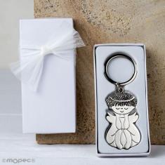 Llavero metálico de Ángel sentado en caja blanca adornado